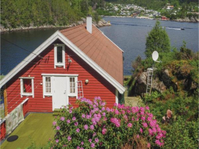 Three-Bedroom Holiday Home in Hervik