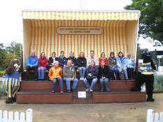 Pädagogen im weltgrößten Strandkorb im Hansa-Park (Foto: YIG-Projektbüro der Messe-Berlin)